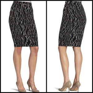 NEW BCBG BODYCON BLACK PRINTED  PENCIL SKIRT